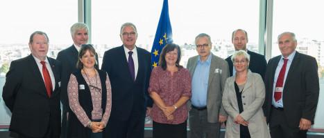 Bärbel Kofler mit dem Ausschuss für wirtschaftliche Zusammenarbeit und Entwicklung zu Besuch bei EU-Entwicklungskommissar Neven Mimica in Brüssel