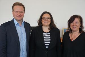 Bärbel Kofler mit Andrea Nahles, Bundesministerien für Arbeit und Soziales und Frank Schwabe, menschenrechtspolitischer Sprecher der SPD-Bundestagsfraktion