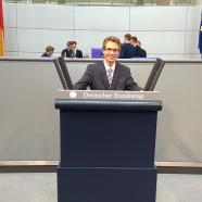 Jonas Pistor am Rednerpult im Deutschen Bundestag, Teilnehmer 2015