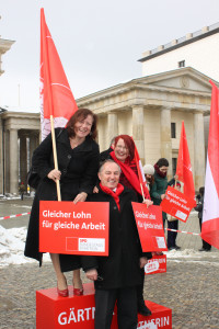 Bärbel Kofler mit Kolleginnen am Equal-Pay-Day