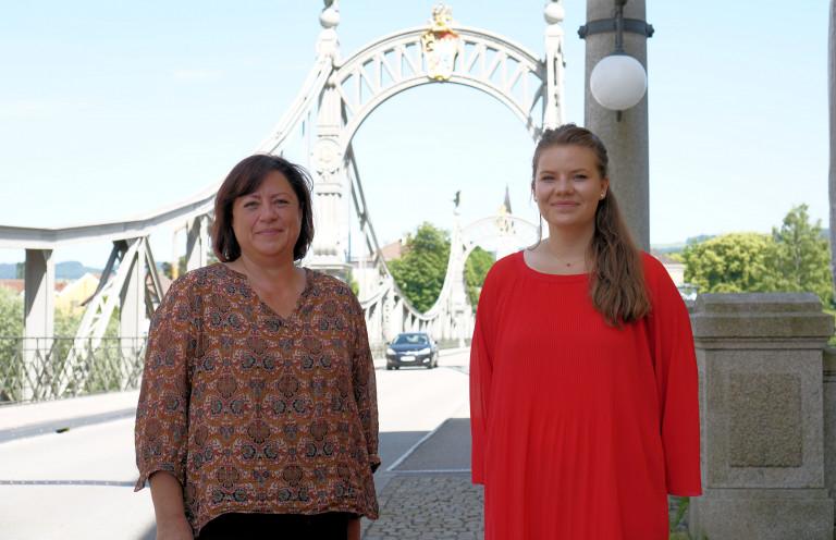 IPS-Stipendiatin Elvia Delpal mit Bärbel Kofler in Laufen