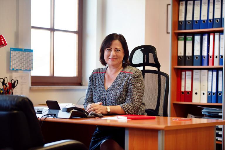 Dr. Bärbel Kofler bei der Arbeit in ihrem Wahlkreisbüro in Traunstein