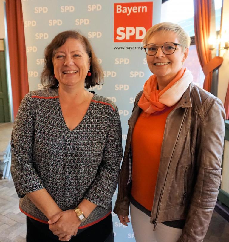 Sabine Dittmar mit Bärbel Kofler in Traunstein